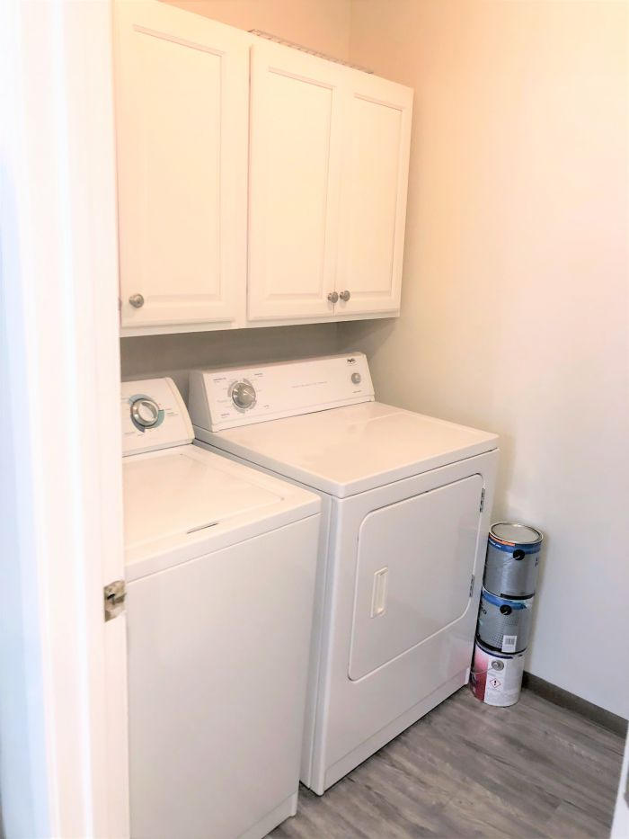 2 Bedroom / 1 Bath w/Den Ranch