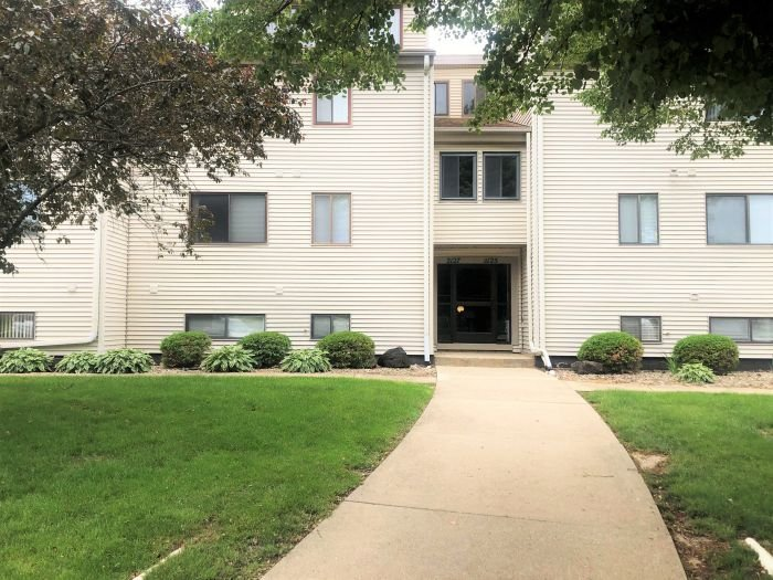 2 Bedroom / 1 Bath Condo